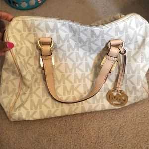 Medium Micheal Kors handbag